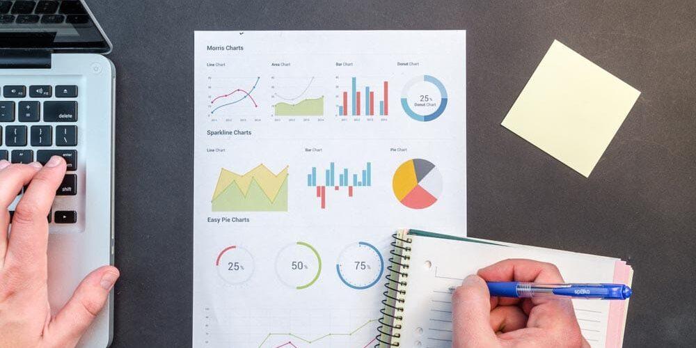 charts-data-desk-669615