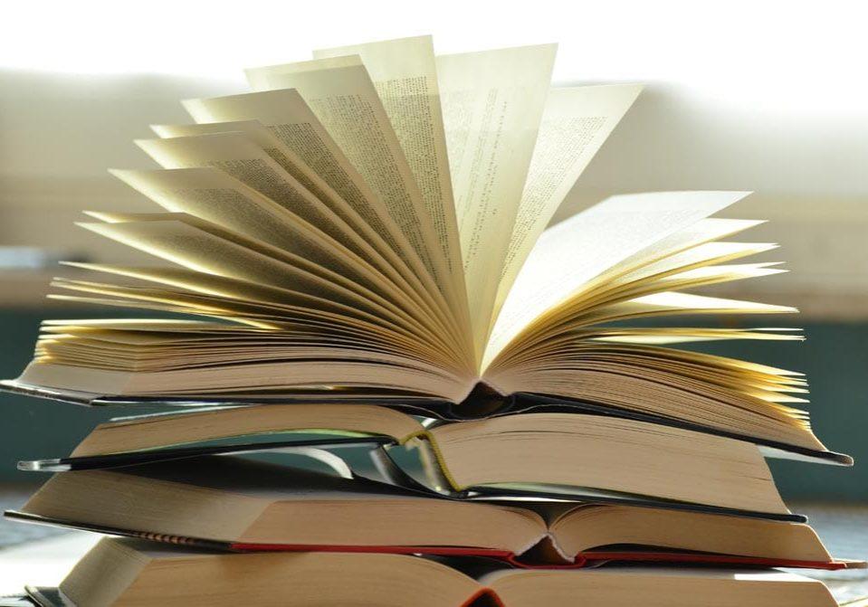 pile-of-books-159866